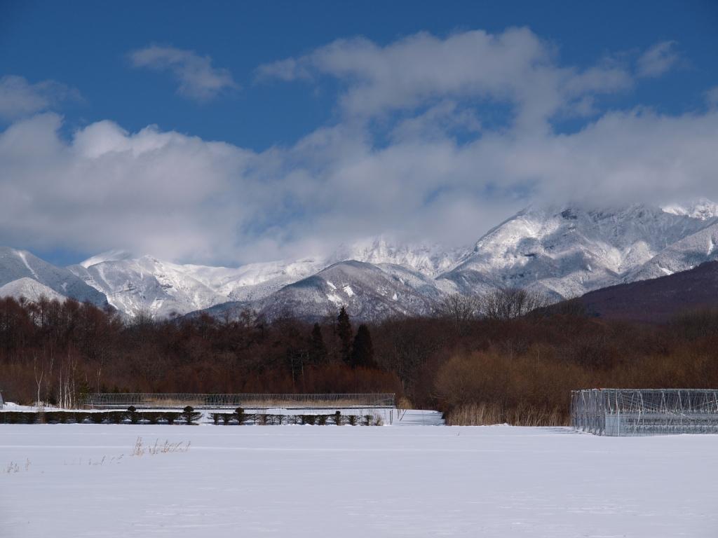 雪雲をかぶる八ヶ岳