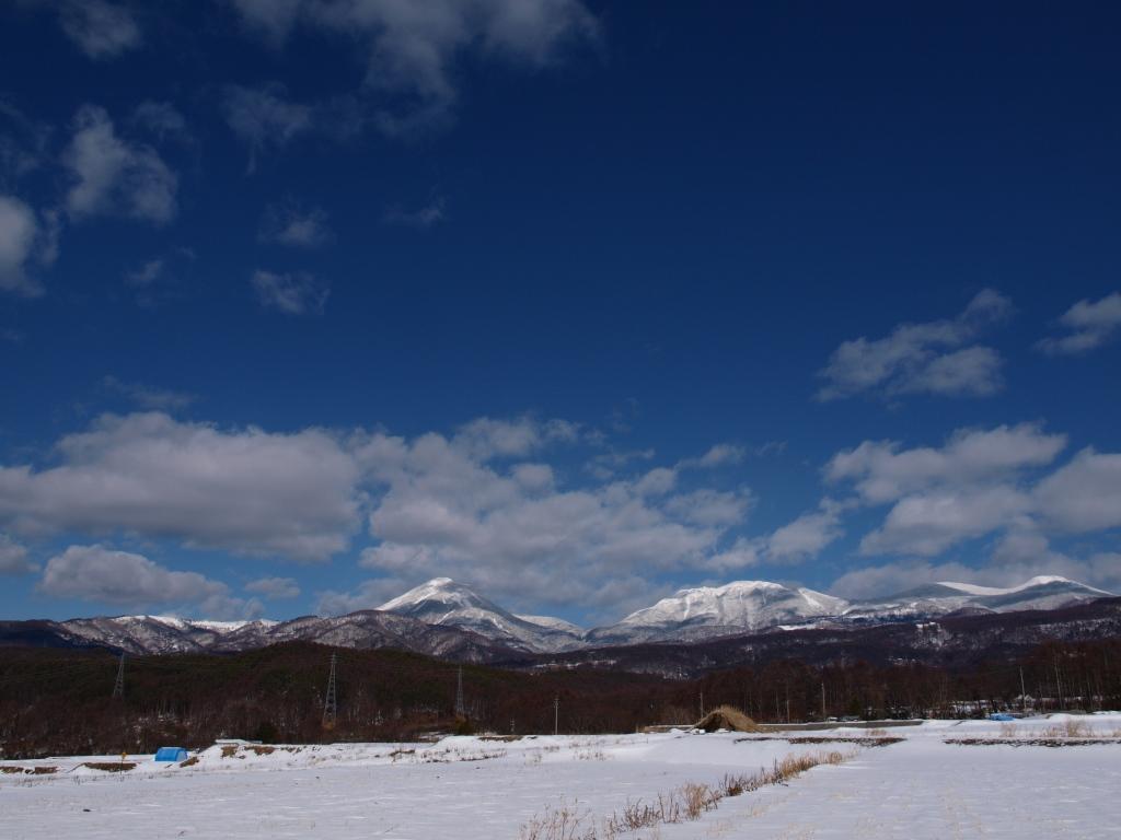 雪晴れの蓼科山と北八ヶ岳