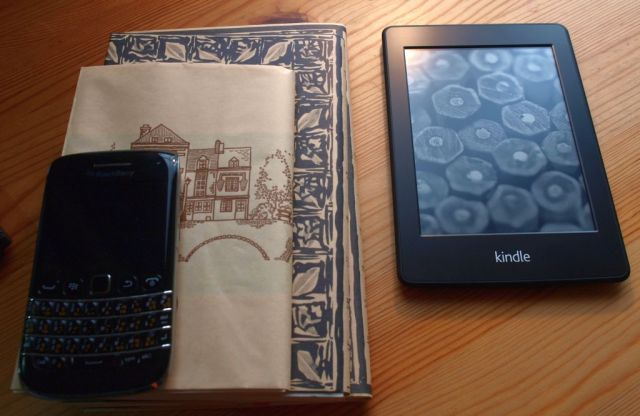 kindle paperwhiteと紙の本
