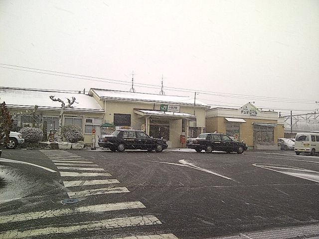 雪の小淵沢駅
