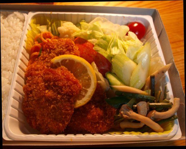 高原野菜とカツの弁当3