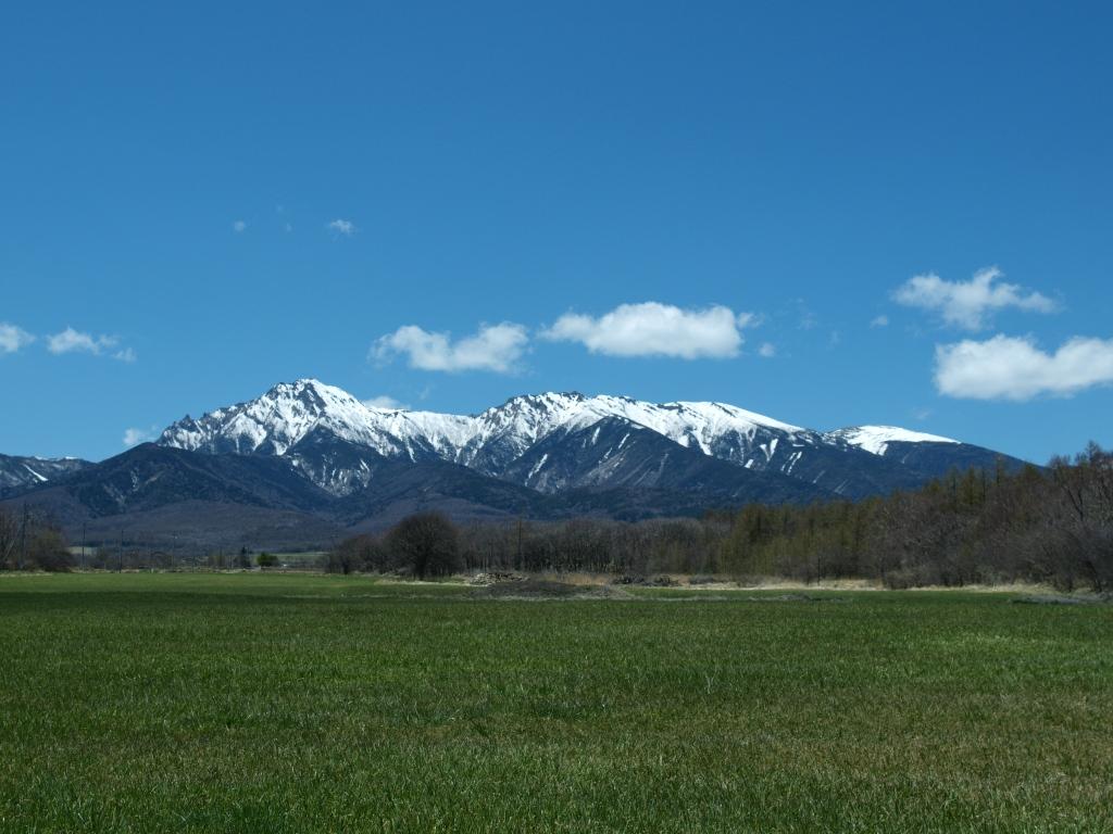 晴天の野辺山から残雪の八ヶ岳を