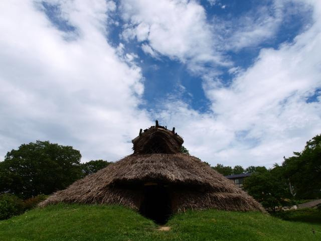 井戸尻遺跡の復元縄文竪穴式住居