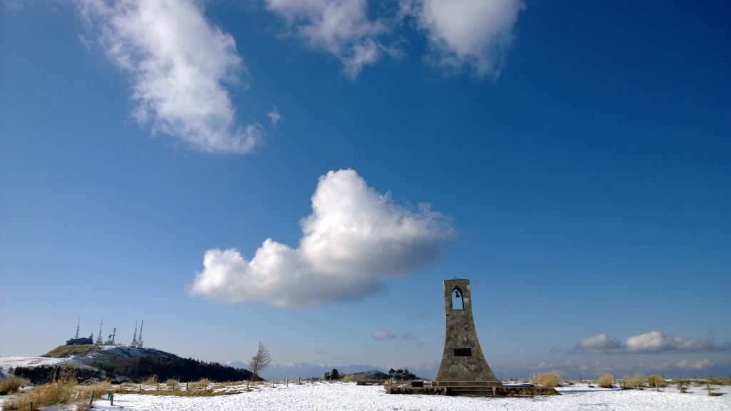 美しの塔と王ヶ頭電波塔群