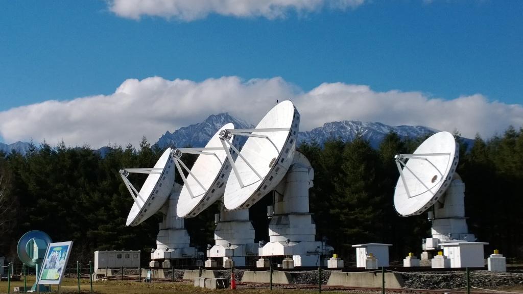 野辺山天文台のパラボラ群と八ヶ岳