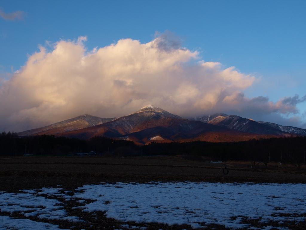 風が巻き上げる雲と八ヶ岳
