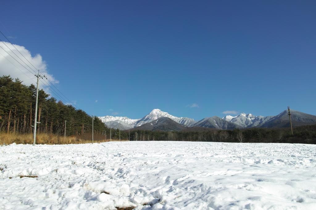 八ヶ岳実践大学校奥から雪の八ヶ岳遠望