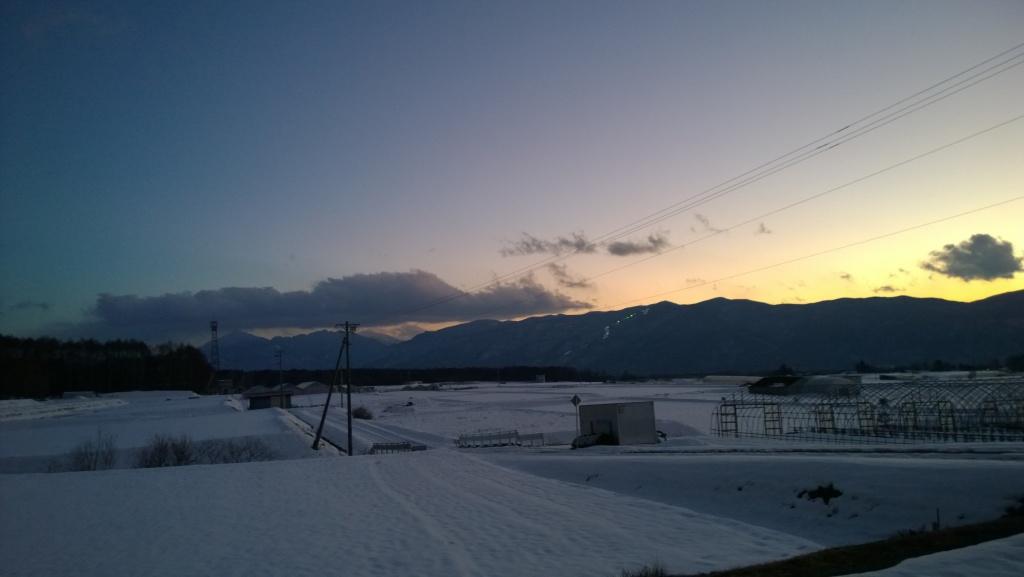 暮れゆく厳冬の雪原