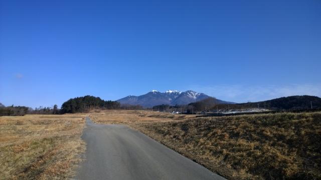 厳冬期の八ヶ岳の碧空