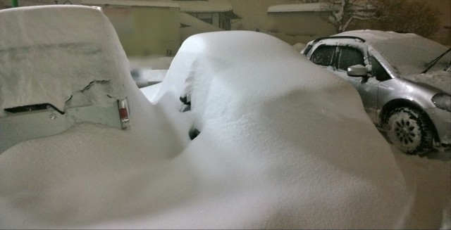 2/14午後8時過ぎの駐車場の積雪の様子