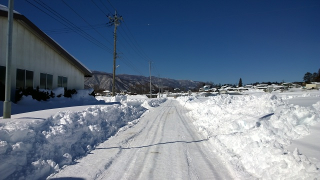 2/16午前の県道17号線小淵沢付近