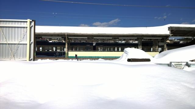 2/17小淵沢駅で抑止中の中央本線車両