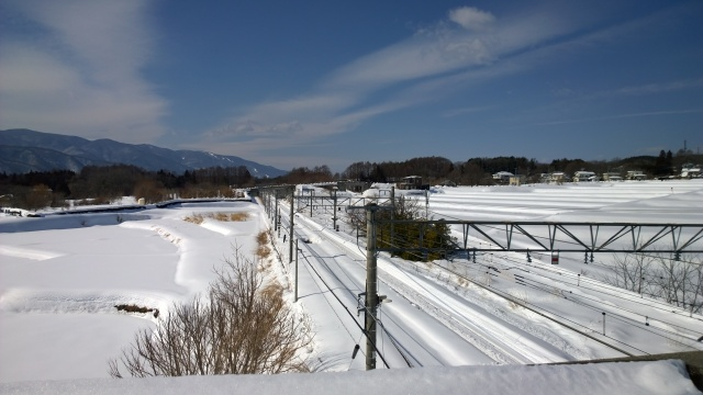 2/17小淵沢駅から信濃境方面を遠望