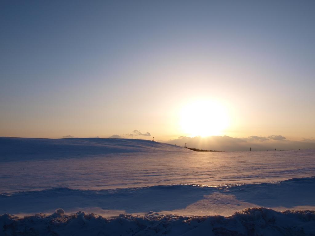 彼岸の夕暮れに霧ヶ峰滑空場2