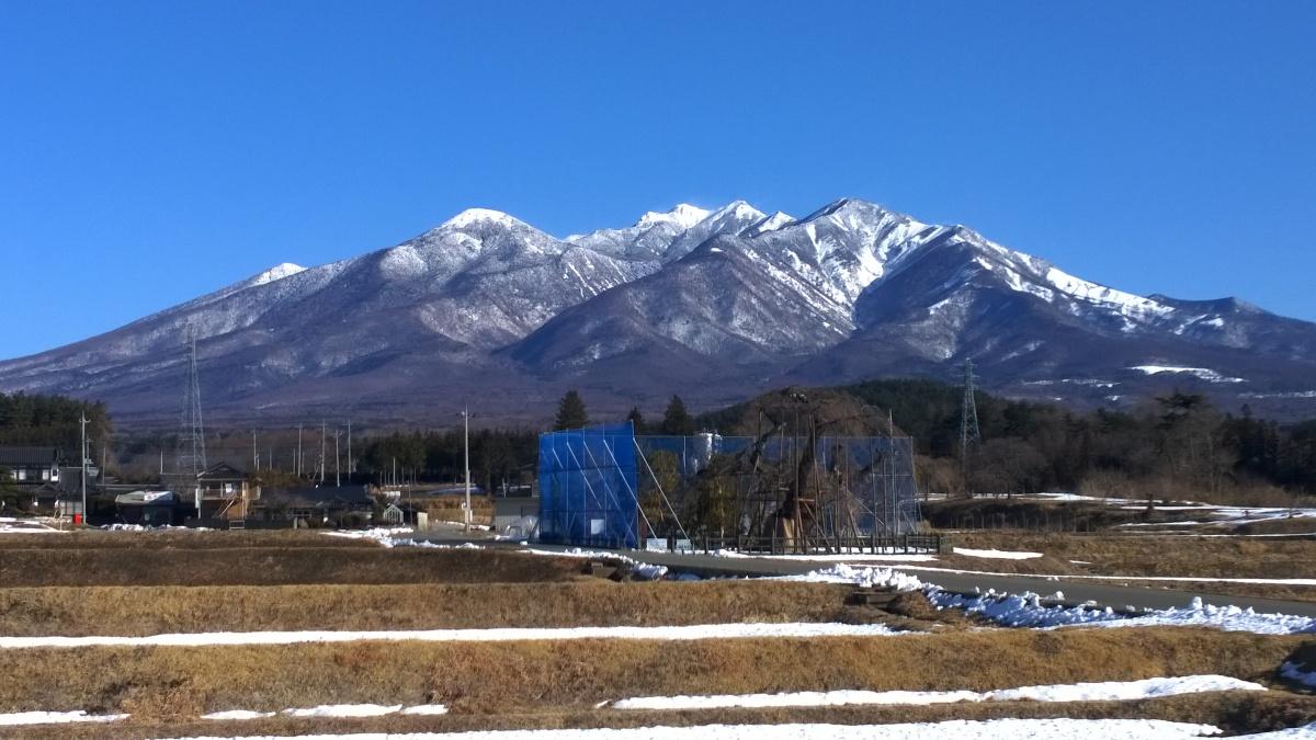 めまぐるしく天候の変わる春先の八ヶ岳南麓