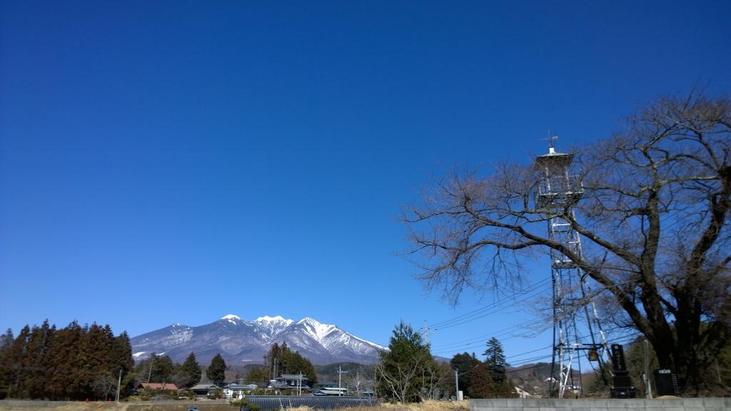 火の見櫓と八ヶ岳