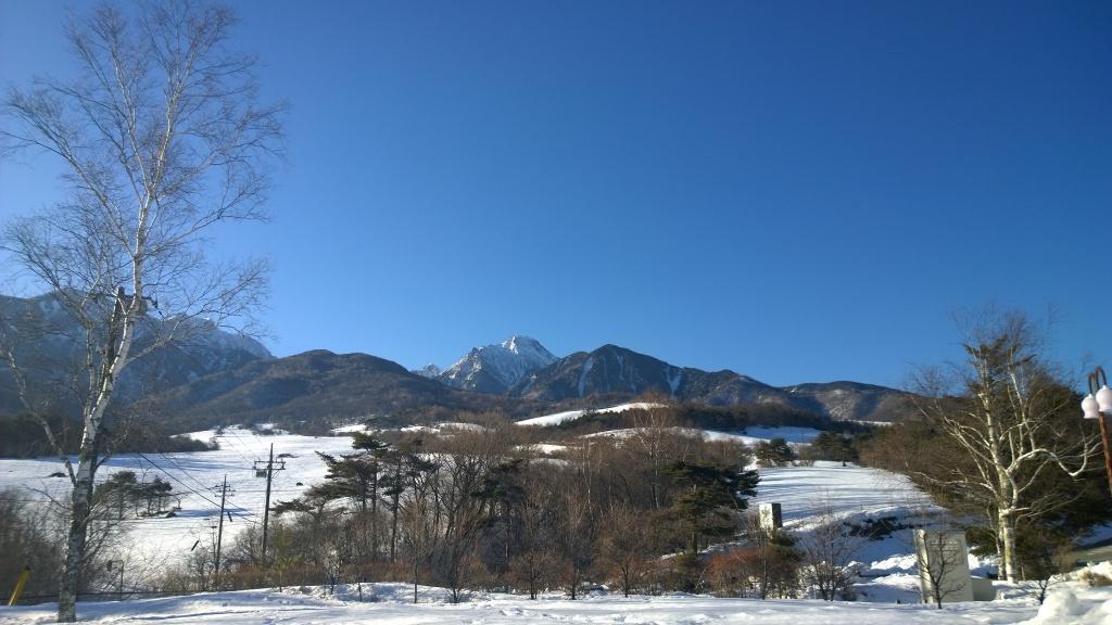 雪のまきば牧場から赤岳