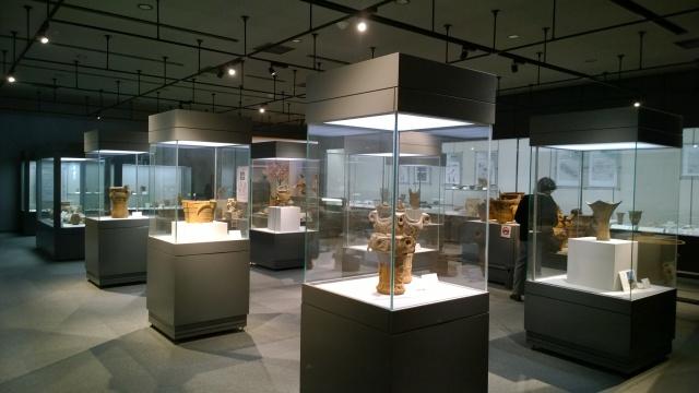 尖石縄文考古館・土器展示室