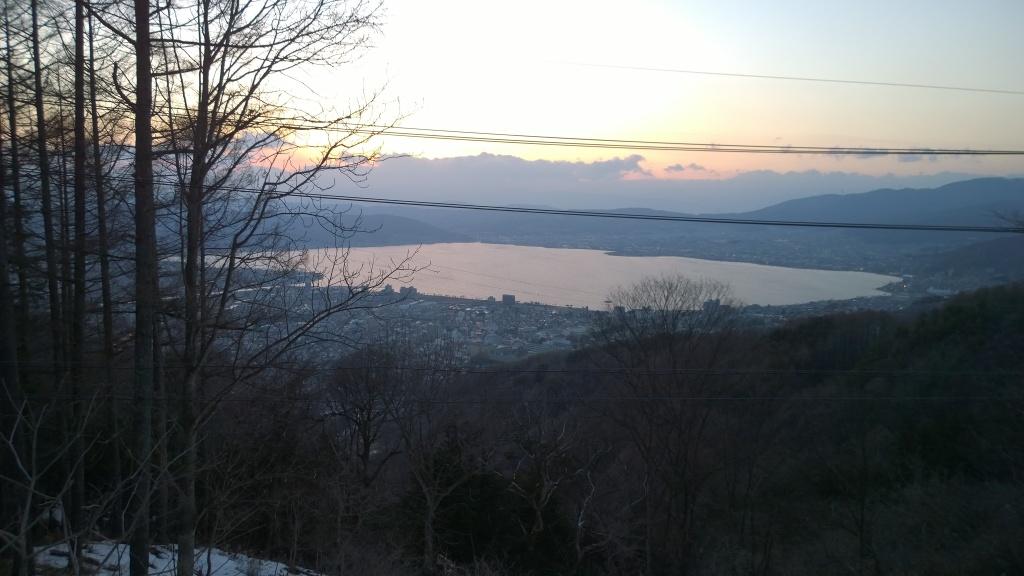 彼岸の夕暮れに夕暮れの諏訪湖