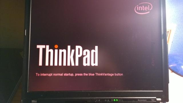 インバーター劣化で赤色になるThinkPadのバックライト
