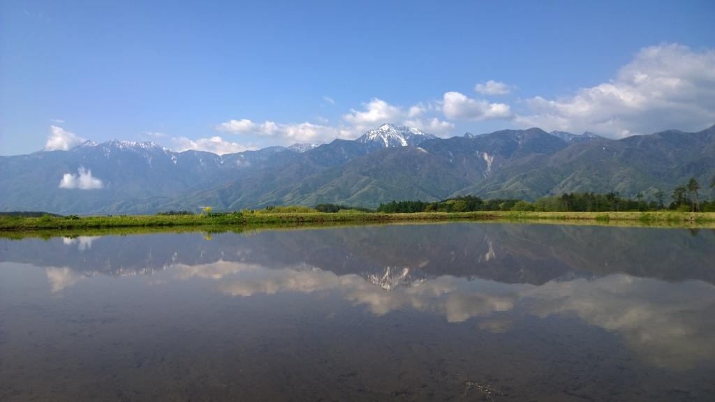 水田に映る甲斐駒と鳳凰三山140509