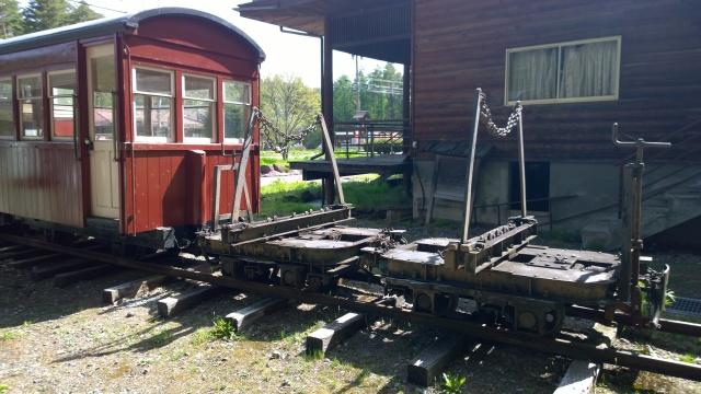 開田郷土館前の森林鉄道車両2