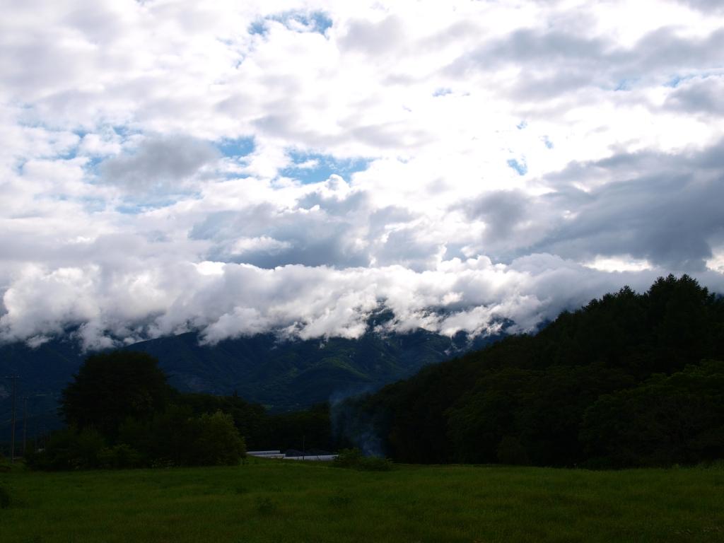 水田越しに望む雨上がりの青空2