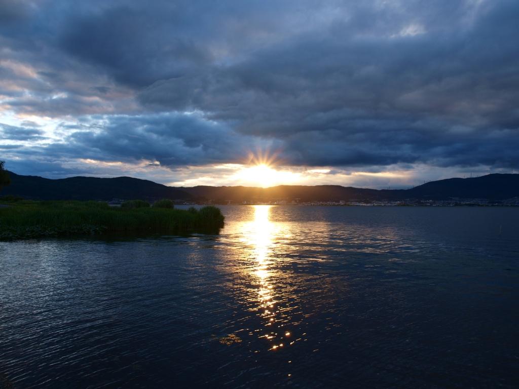 雨上がり、夕暮れの諏訪湖1