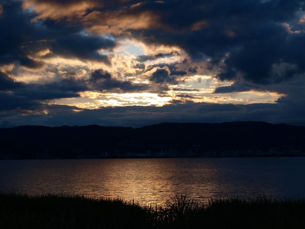 雨上がり、夕暮れの諏訪湖2