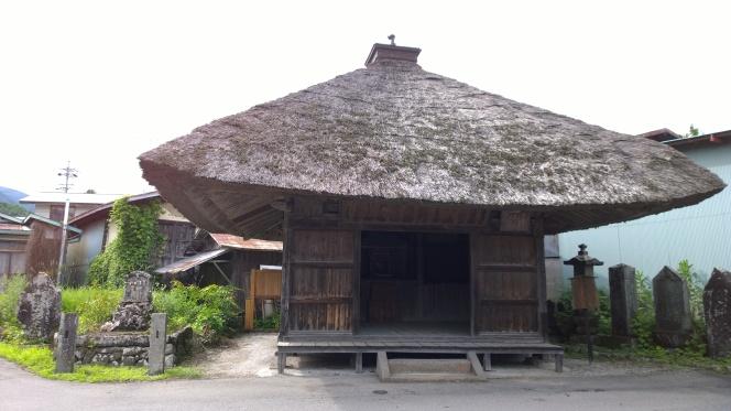 古い面影を残す二つのお堂が残る小邑(諏訪郡富士見町木ノ間集落)