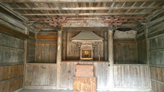 木の間観音堂の内部