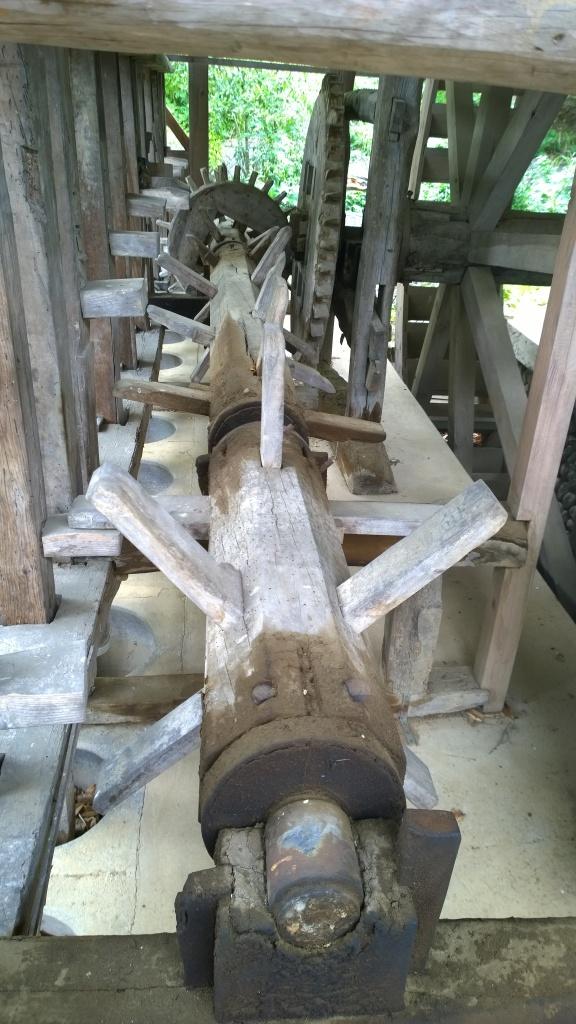 韮崎市民俗資料館・韮崎の水車。杵つき軸