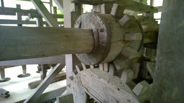 韮崎市民俗資料館・韮崎の水車木製歯車の車軸