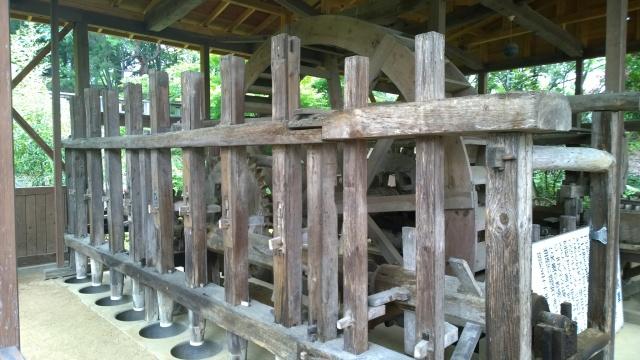 韮崎市民俗資料館・韮崎の水車。水車と杵つき