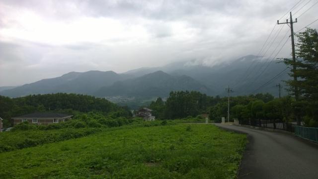 韮崎市民俗資料館・中庭から南アルプスの山々