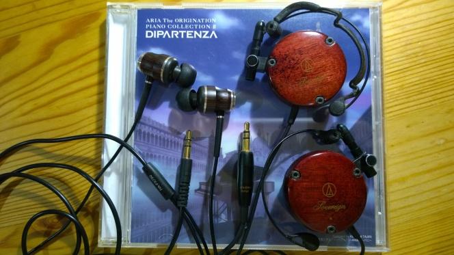 二つの小さな「木」のヘッドフォン(ATH-EW9とHA-FX750)