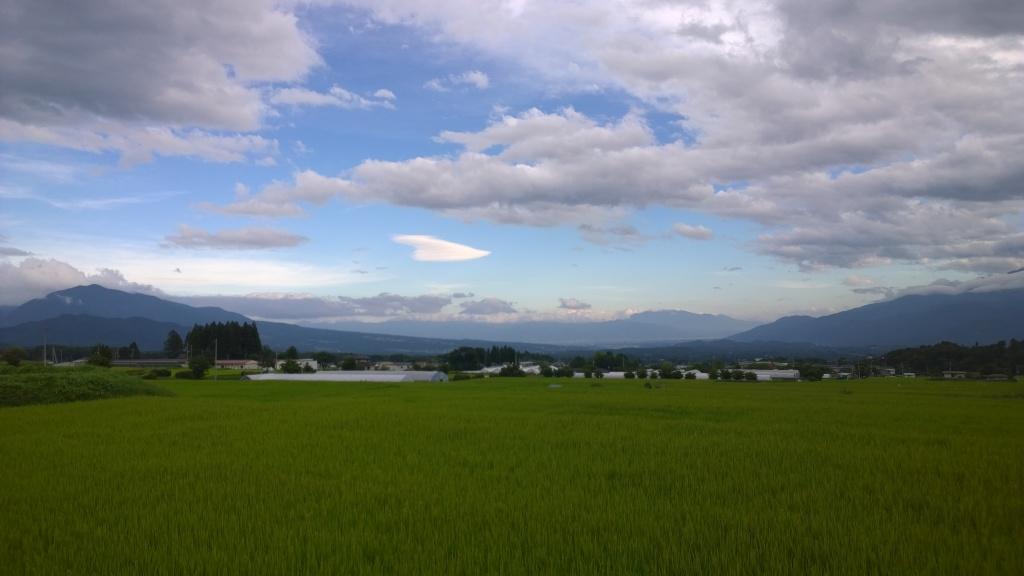 夏の夕暮れ、富士山を遠望