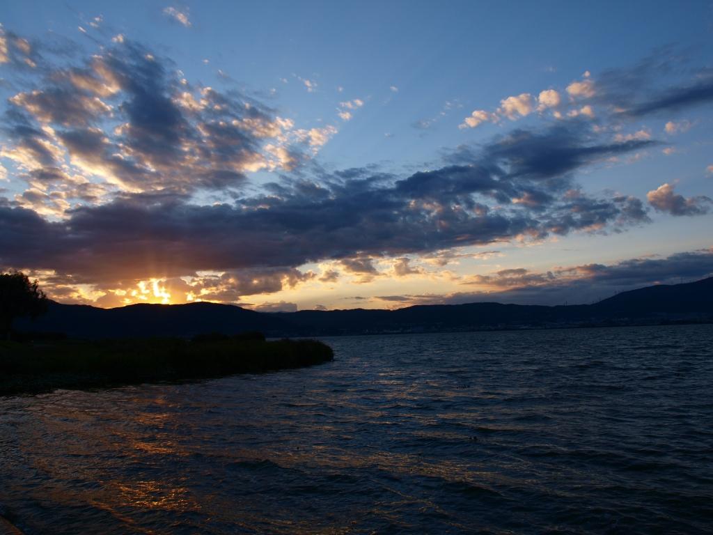 秋の夕暮れ、諏訪湖