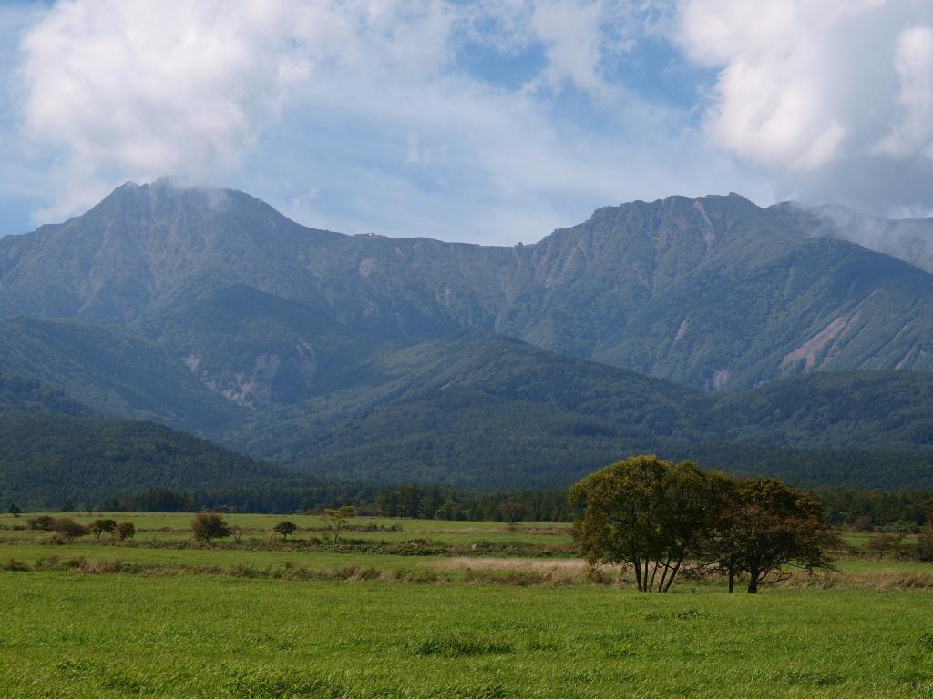 牧場越しに望む、秋の八ヶ岳2