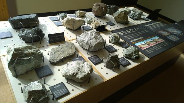 大町山岳博物館2階岩石標本1