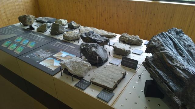 大町山岳博物館2階岩石標本2