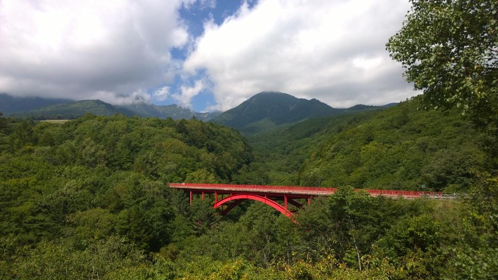 東沢橋と雲間の八ヶ岳