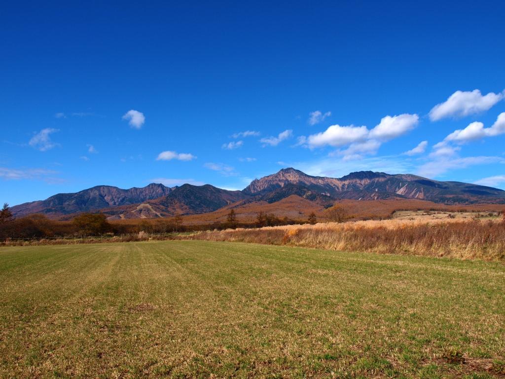 野辺山から望む黄葉の八ヶ岳1