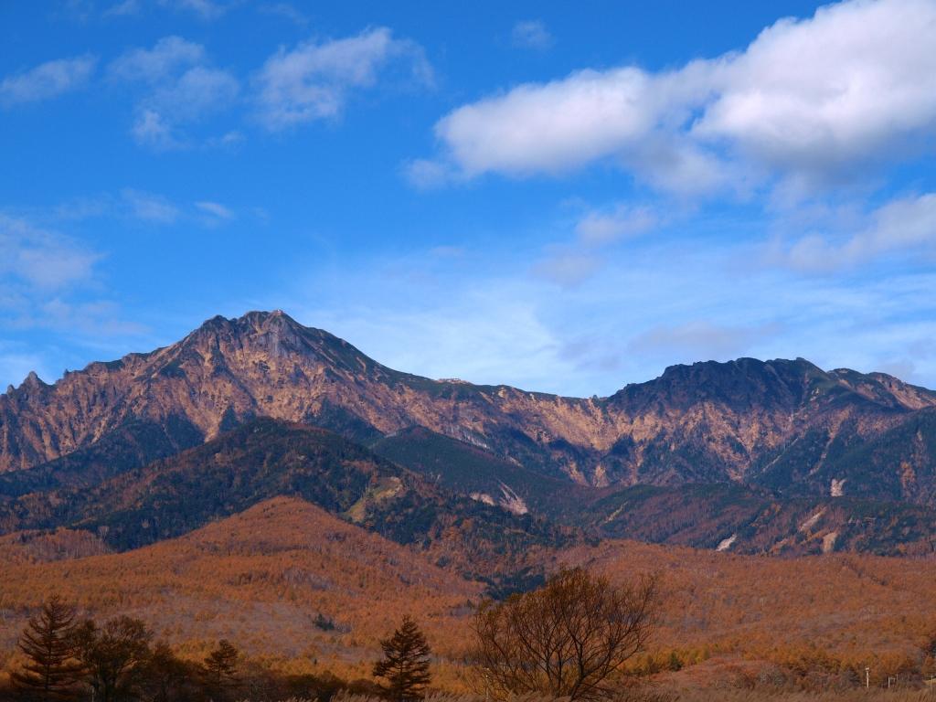 野辺山から望む黄葉の八ヶ岳3
