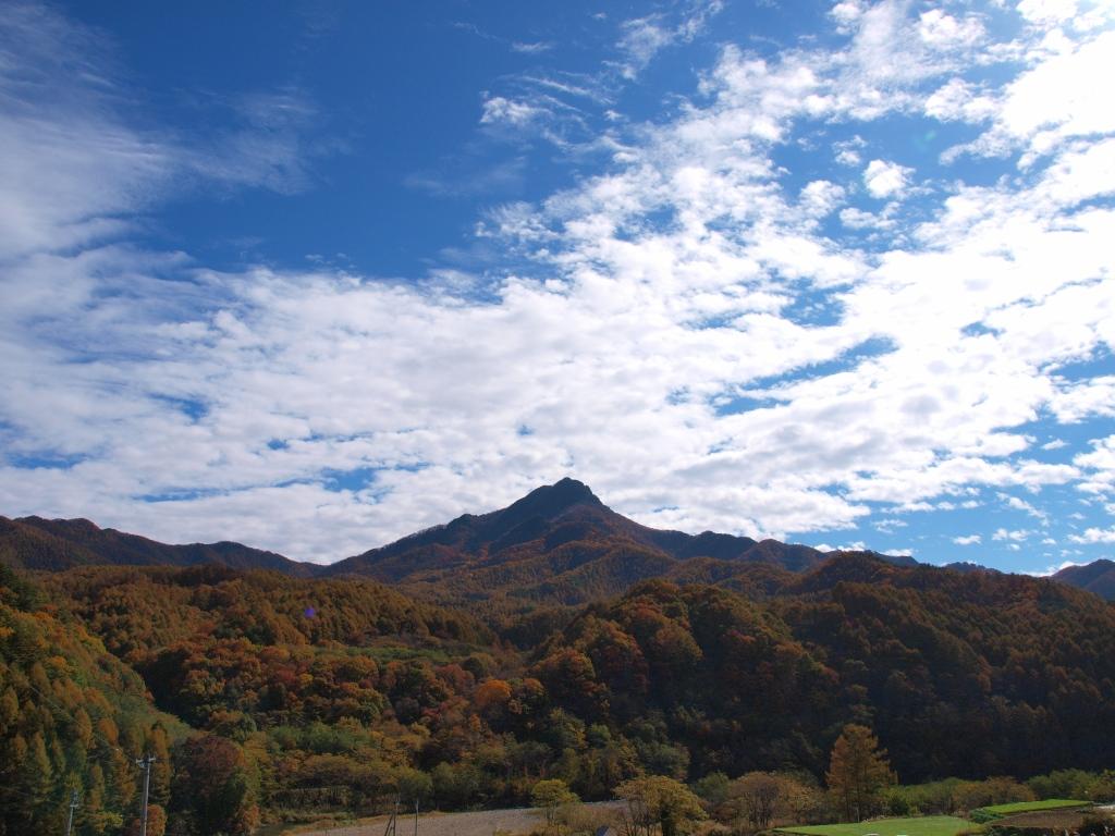 佐久広瀬駅から望む男山