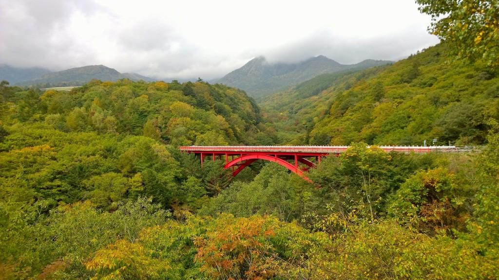 東沢大橋から紅葉の八ヶ岳遠望141004