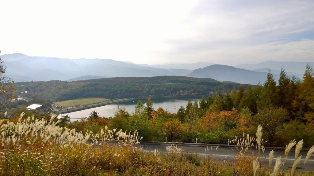 林道夢の平線展望台から秋の女神湖