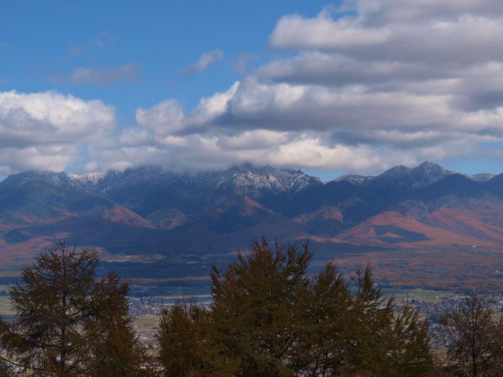 杖突峠から冠雪した八ヶ岳を20141103