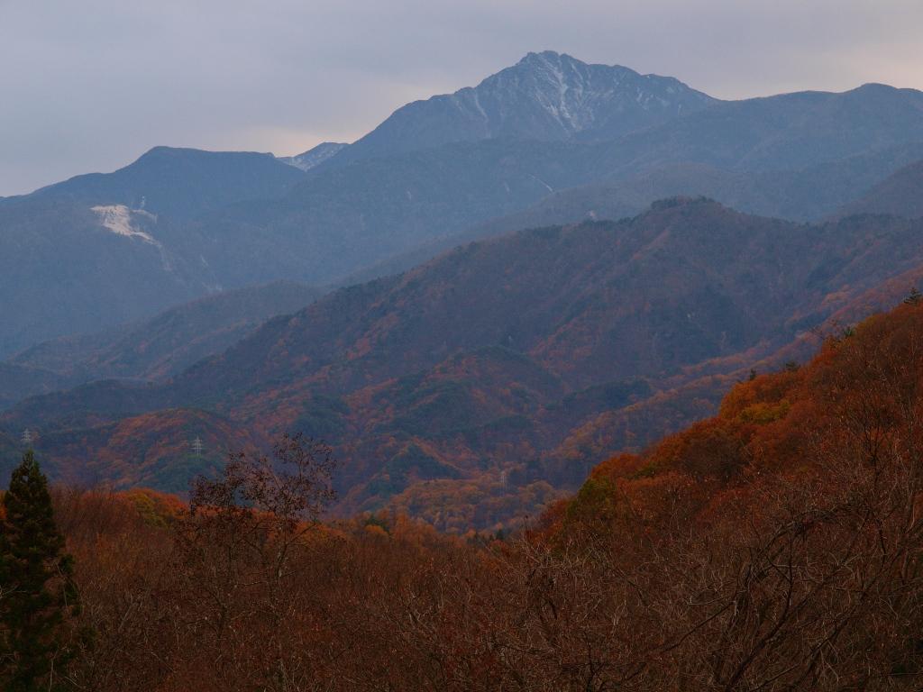 甲斐駒と山麓の紅葉