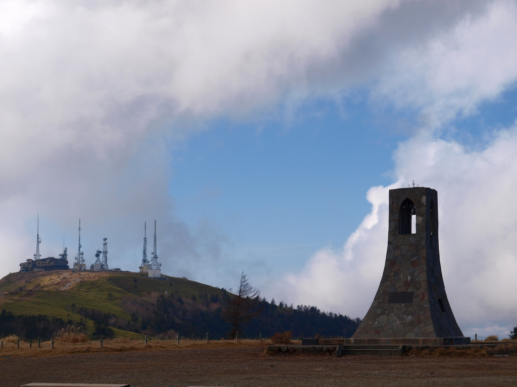 美ヶ原、王ヶ頭の電波塔と美しの塔
